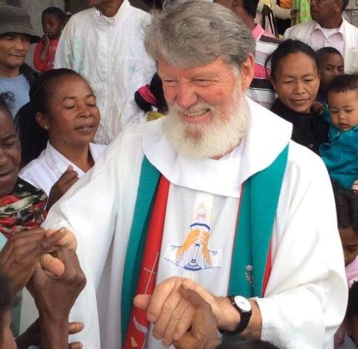 Le retour tant attendu du Père Pedro après son voyage à travers l'Europe et les Etats-Unis – la Messe du dimanche 9 Novembre 2015 –