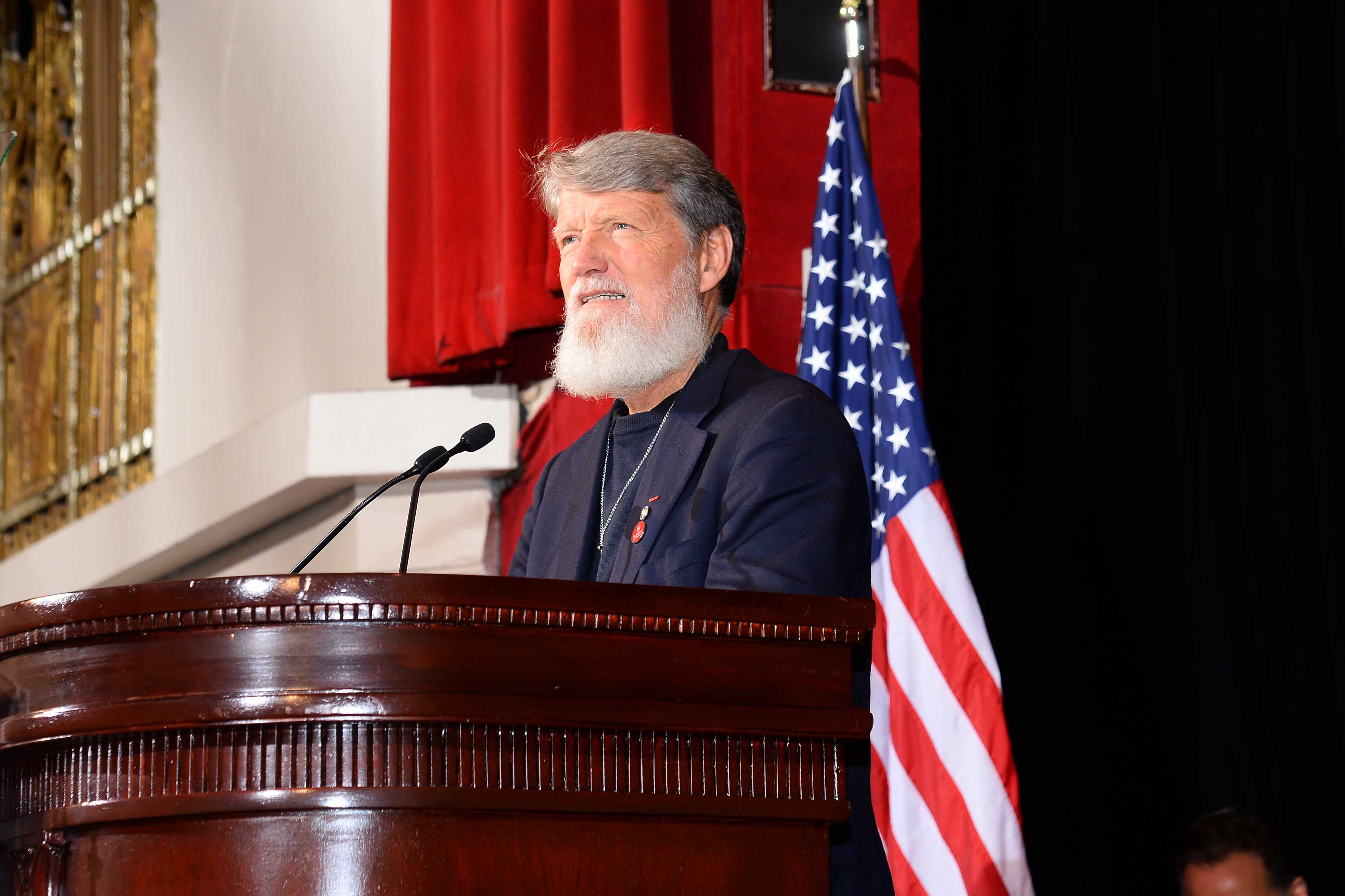 Il y a un an déjà  – Discours à la St John's University U.S.A.