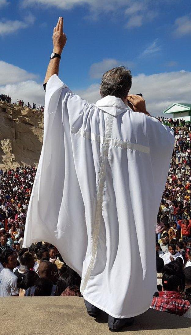 1 NOVEMBRE  2017 – Fête de la Toussaint à Akamasoa.