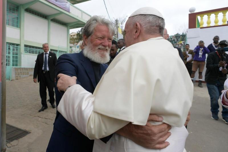 Le Pape François et le Père Pédro à Akamasoa
